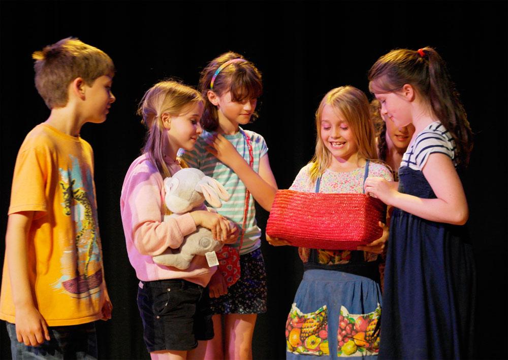 Children acting at Rondo Drama Club