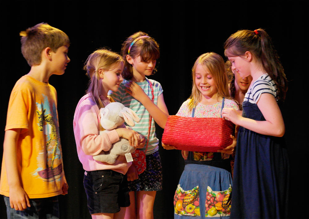 Children acting at Rondo Drama Club